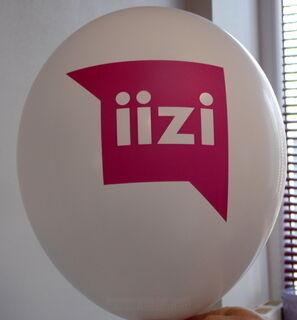 Ilmapallo logolla Iizi